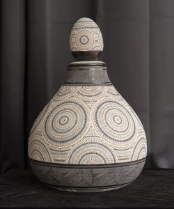 Black and White Tearshaped Kiva Jar with Lid